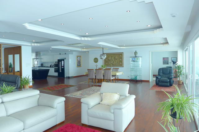 Condo for Sale Wong Amat Open Plan Living Room