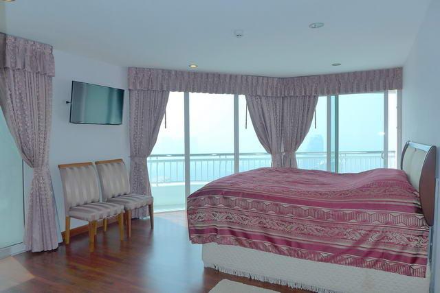 Condominium & Wong Amat Beach Naklua