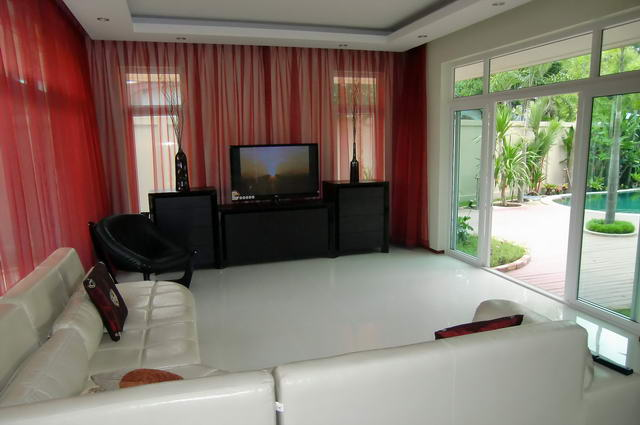 Huay Yai House for Sale Swimming Pool
