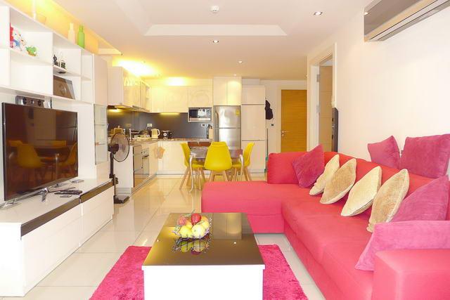 Sunset Boulevard Residence Eigentumswohnung zu verkaufen, 70 qm, 1 Schlafzimmer, 1 Bad, europaische Kuche, voll mobliert, Balkon, teilweise Meerblick