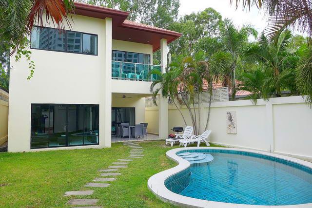 Majestic Residence Pool Villa zum Verkauf, Wohnanlage am Strand, Grundstucksgrosse 224 qm, Wohnflache 180 qm, 3 Schlafzimmer, 2 Bader, europaische Kuche, voll mobliert, tropischer Garten, privates Schwimmbad, 24 Std. Sicherheitsdienst