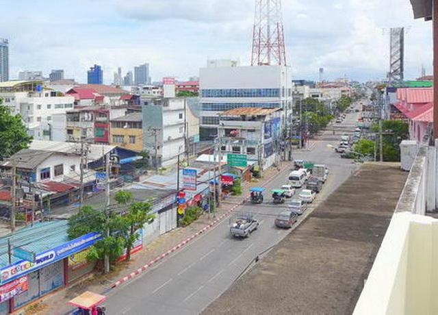 Central Pattaya Shop Haus 4 Etagen zum Verkauf, neu renoviert, Grundstuck 80 qm, Wohnflache 260 qm Aprox, 4 Zimmer, 4 Bader, Dachterrasse