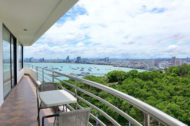 Royal Cliff Absolute Strandlage, Luxus-Eigentumswohnung zu verkaufen, 192 qm, 2 Schlafzimmer, 3 Bader, europaische Kuche, voll mobliert, Rundum Balkon Aussicht auf Panorama Pattaya Bay, Stadt und Koh Larn Ansichten, auslandischer Besitz