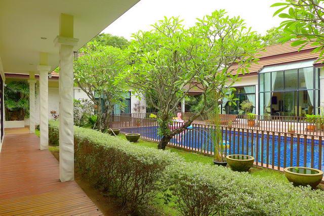 Baan Anda Thai Bali Resort Pool Villa zu verkaufen, Grundstucksgrosse 1.436 m2, Wohnflache 280 qm, 4+1 Bett, 4+2 Bad, Zimmermadchen, europaische Kuche, voll mobliert, tropischer Garten, privates Schwimmbad, 24 Std. Sicherheitsdienst