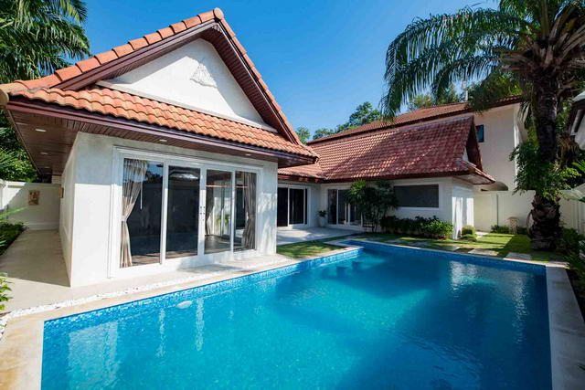 Jomtien Beach New Modern Thai Bali Pool Villa For Sale
