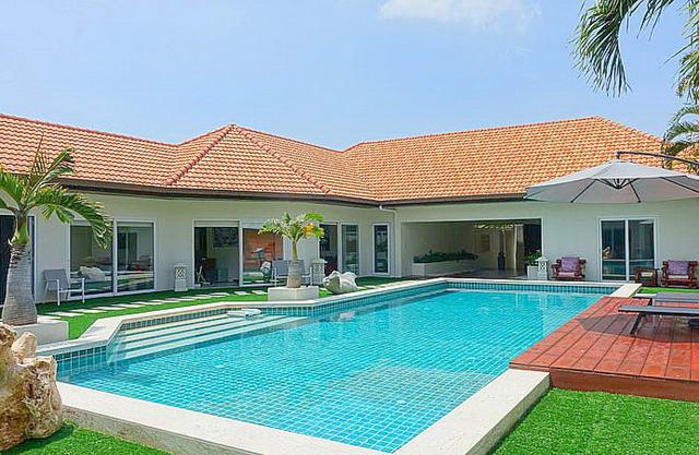 View Talay Villas, 500 m zum Jomtien Beach, Freistehende moderne thailandische Bali-Pool-Villa zum Kauf, Grundstucksgrosse 932 qm, Wohnflache 500 qm, 5 Schlafzimmer, 4+1 Bader, voll ausgestattete Kuche, Garten, privater Pool, Garage, 24 Std. Sicherheitd.