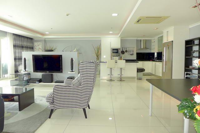 View Talay 3 Condo mit direktem Strandzugang zum Verkauf, Moderner Designer-Stil, Hochwertige Qualitat, 198 qm, 2 Schlafzimmer, 2 Bader, europaische Kuche, voll mobliert, 3 Balkone, Meerblick, auslandischer Besitz