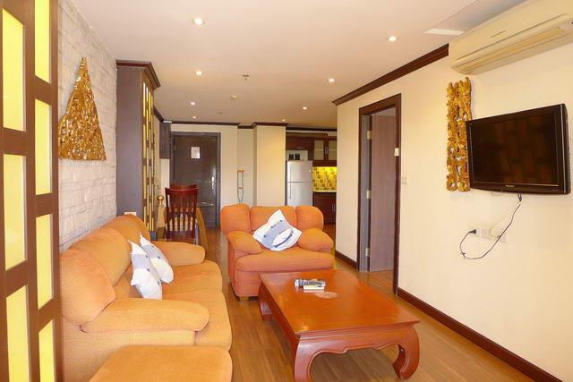 Nirvana Place Condo zum Verkauf, Zeitgenossischer Thai-Oriental-Stil, 78 m2, 1 Schlafzimmer, 1 Bad, voll ausgestattete Kuche, Balkon, auslandischer Besitz, Gemeinschaftspool, Fitness