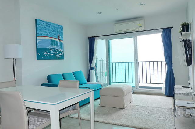 Centric Sea Condo zu verkaufen, Front Eckwohnung, hohe Etage, 67 qm, 2 Schlafzimmer, 2 Bader, europaische Kuche, voll mobliert, Balkon, Panoramablick aufs Meer