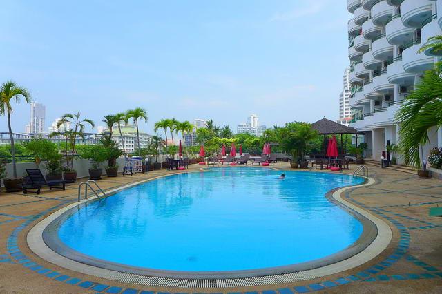 Star Beach Condo zu verkaufen, Hohe Etage, 101 qm, 2 Schlafzimmer, 2 Bader, europaische Kuche, voll mobliert, 3 Balkone, Meerblick, auslandischer Besitz
