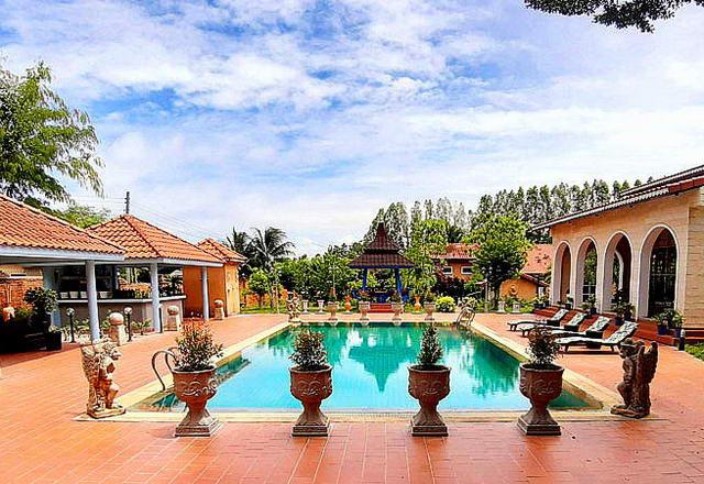 Resortanwesen im provenzalischen mediterranen Stil zu verkaufen, Grundstucksgrosse 7.000 qm, Wohnflache 1.600 qm, insgesamt 28 Zimmer, davon 22 Schlafzimmer, 24 Badezimmer, 2 Swimmingpools