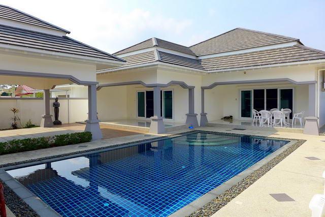 Freistehende Villa mit schonem Pool zum Verkauf, hohe Qualitat, Grundstucksgrosse 540 qm, Wohnflache 186 qm, 3 Schlafzimmer, 3 Bader, europaische und thailandische Kuche, voll mobliert, tropischer Garten, privater Pool, Carport