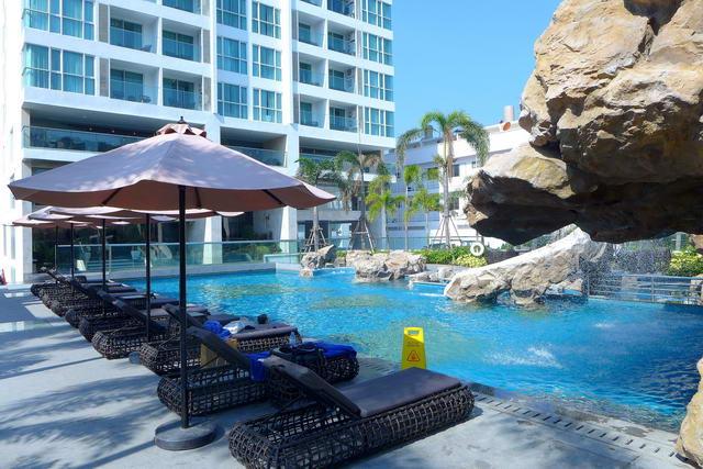 Amari Residences Pattaya Condo zu verkaufen, wie neu, 38 qm, 1 Schlafzimmer, 1 Badezimmer, europaische Kuche, Einbauten, Balkon, Meer-, Hugel- und Stadtblick, in auslandischem Besitz