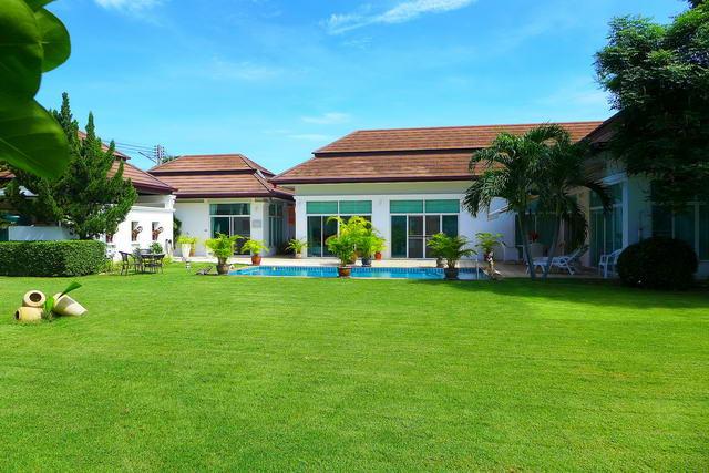 Baan Anda Schone moderne Thai Bali Pool Villa zu verkaufen, separates Gastehaus, neu renoviert, Grundstucksgrosse 964 qm, Wohnflache 200 qm, 3 Bett, 4 Bad, Euro und Thai Kuche, voll mobliert, Tropischer Garten, Privater Pool, Garage 24 Std. Sicherheitsd.