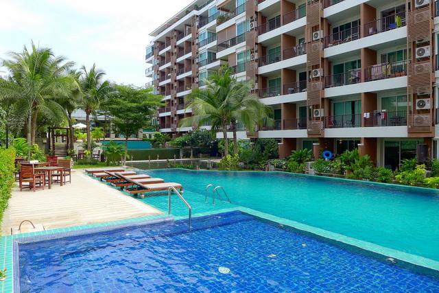 Diamond Suites Resort Eigentumswohnung zu verkaufen, Eckeinheit, eleganter Stil, 66 qm, 1 Schlafzimmer, 1 Badezimmer, europaische Kuche, voll mobliert, Balkon, Blick auf den Pool, auslandisches Eigentum