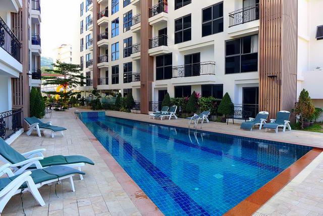 City Garden Phratamnak Eigentumswohnung zu verkaufen, 32 qm, 1 Schlafzimmer, 1 Badezimmer, Europaische Kuche, voll mobliert, Balkon, auslandischer Besitz