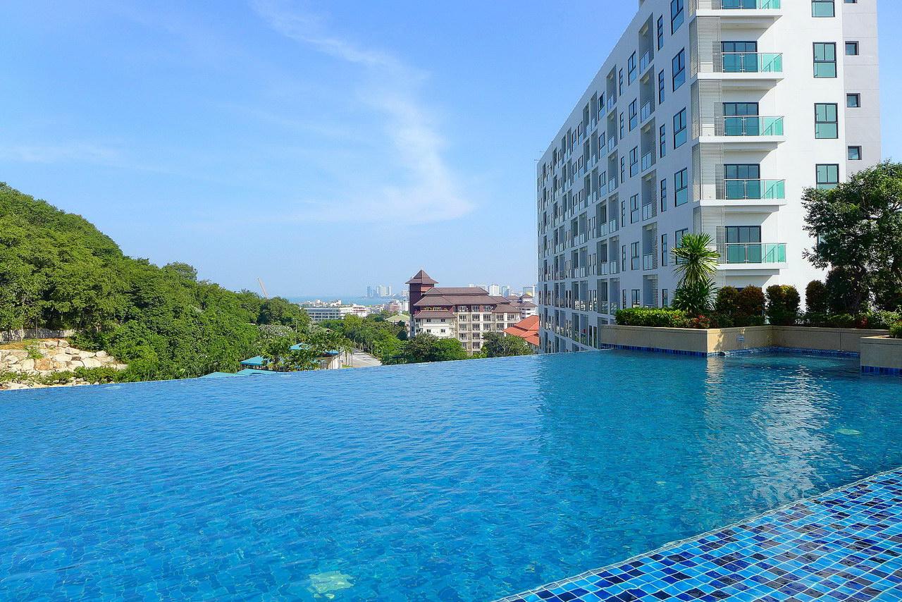 Axis Condo zu verkaufen, High Floor, 67 qm, 2 Schlafzimmer, 2 Badezimmer, europaische Kuche, voll mobliert, Balkon, Meer, Blick Buddha Berg und Blick auf die Stadt, in auslandischem Besitz